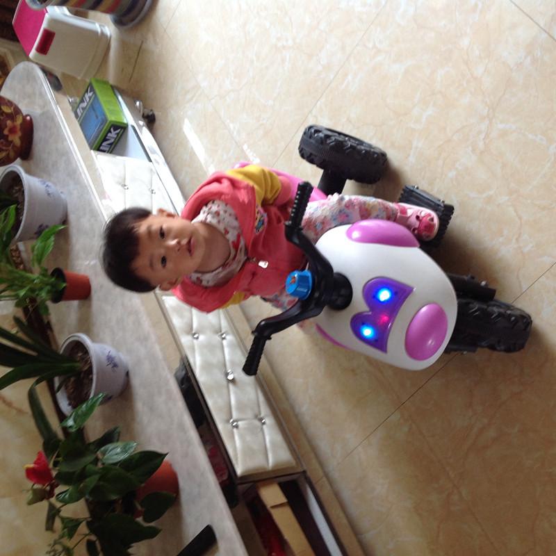 依依的新玩具电动三轮车